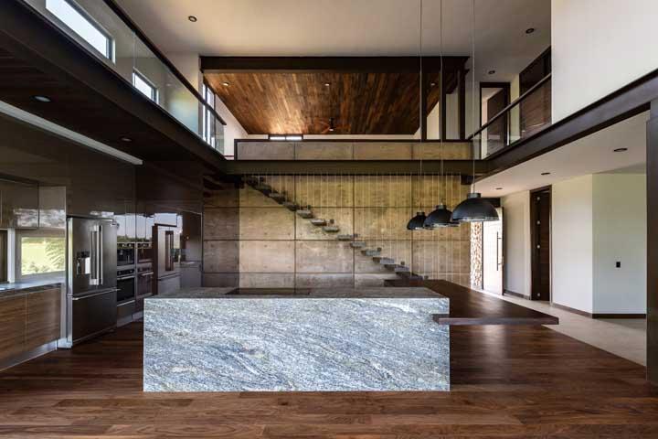 Que resultado incrível com o carpete de madeira.