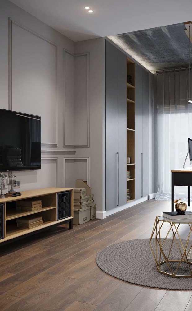 Com o piso carpete de madeira, o ideal é escolher móveis que possa combinar com o material.