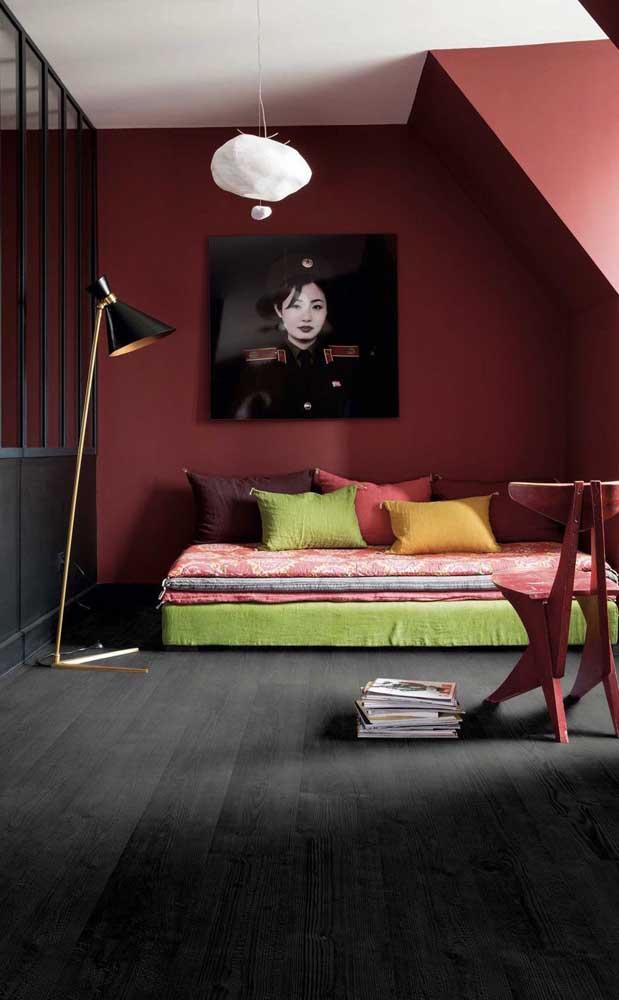 Você sabia que existe carpete de madeira na cor preta?
