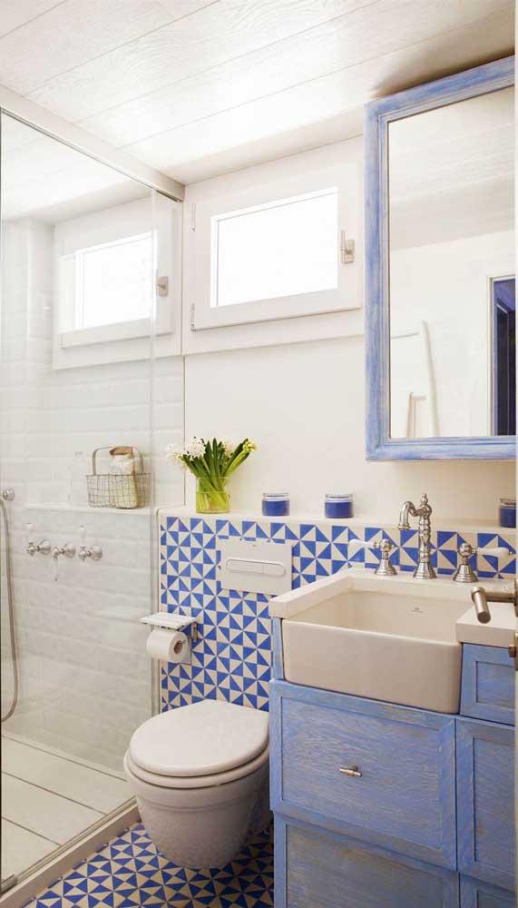 Como nesse caso em que a cuba para banheiro se encaixa perfeitamente no armário.