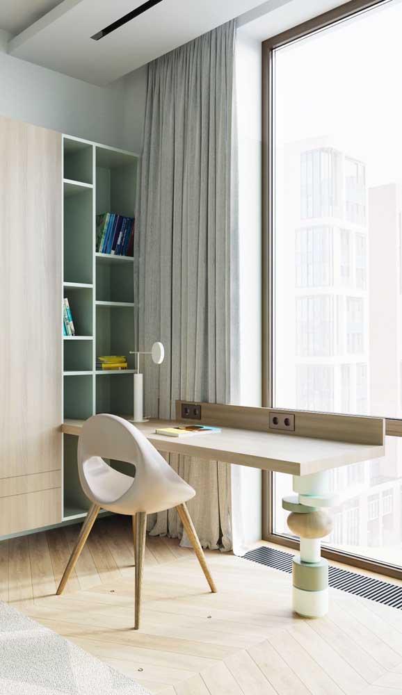 Olha que modelo perfeito de escrivaninha encaixado no armário.