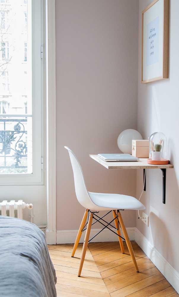 Você pode escolher uma escrivaninha bem simples para seu quarto.