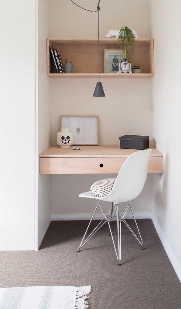 Reserve um cantinho especial para colocar a escrivaninha planejada para quarto.