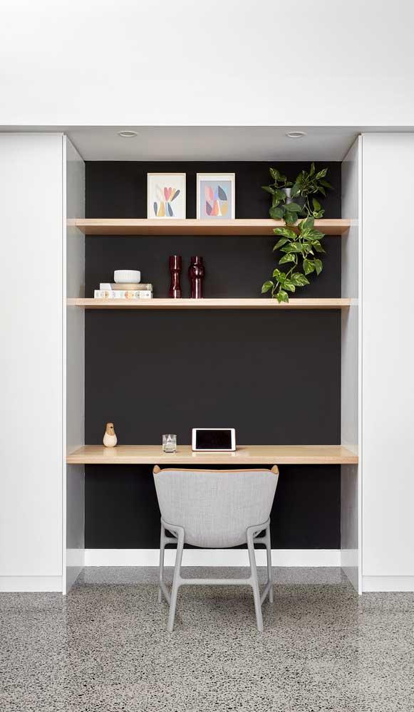 Que tal fazer um painel todo preto para colocar a escrivaninha?