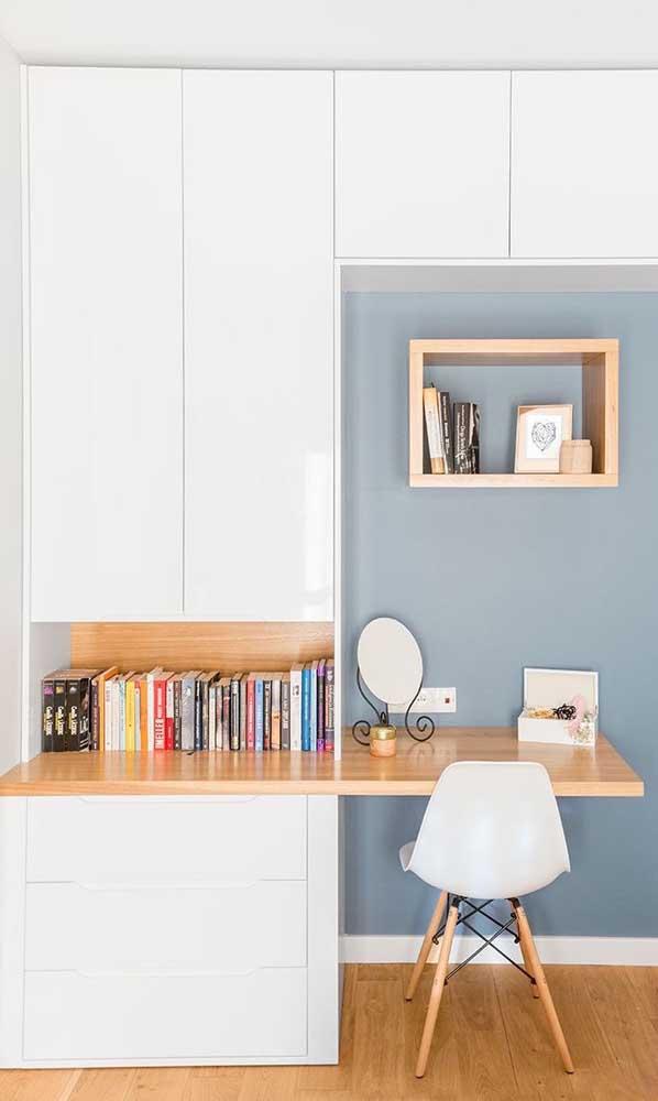 Olha que modelo mais fofo de escrivaninha com armário.