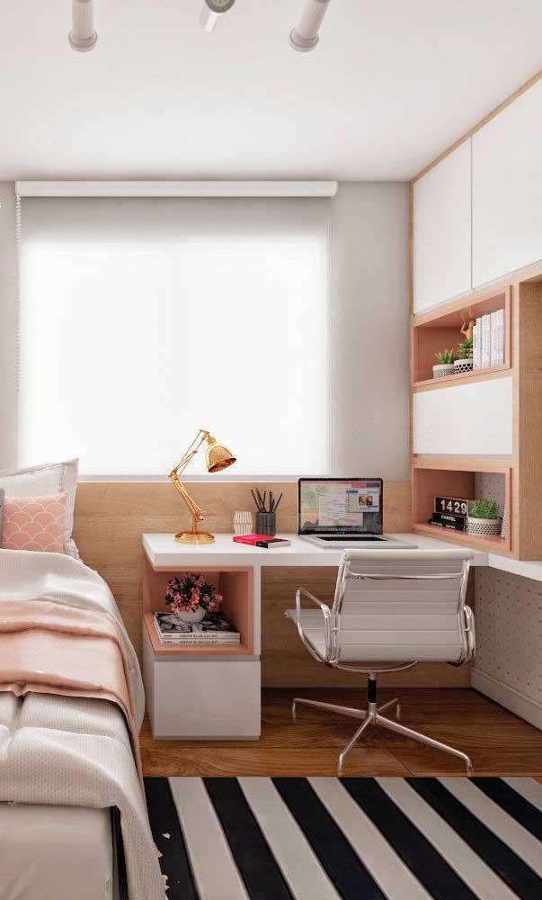 Aposte na escrivaninha para quarto feminino para ter um espaço com a sua cara.