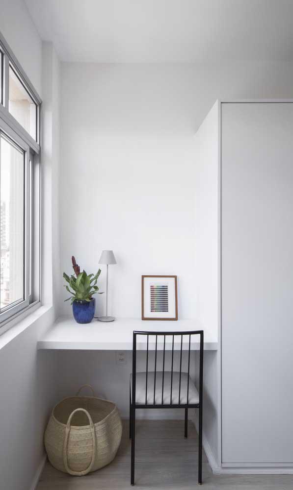 A escrivaninha pode ser encaixada em qualquer cantinho do quarto.