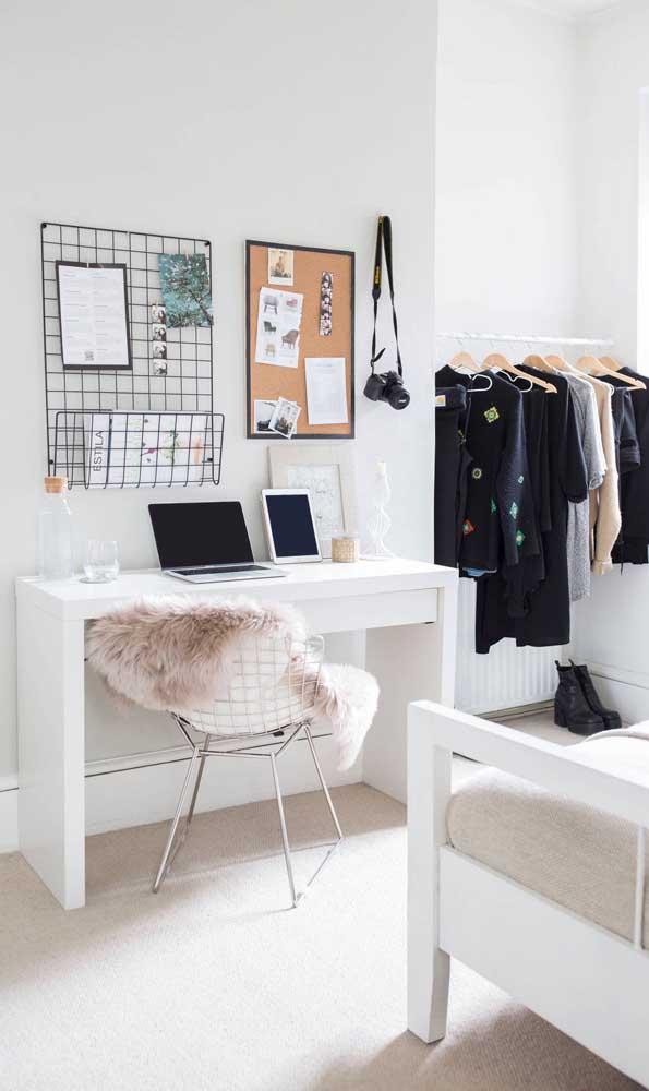 Dá para adivinhar que essa é uma escrivaninha para quarto de menina?