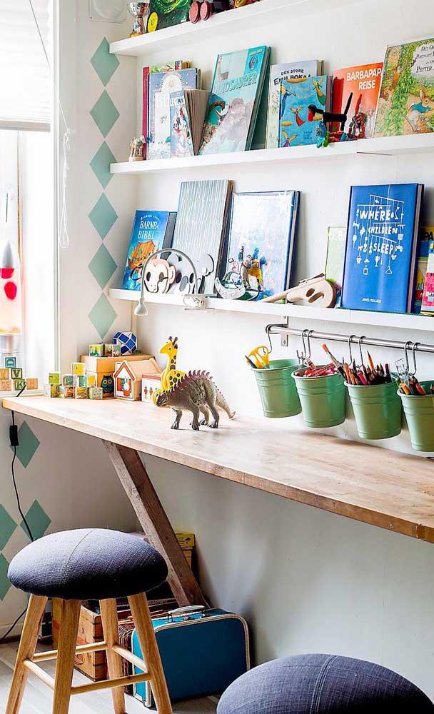 Você pode mesmo pode fazer a escrivaninha para quarto infantil.