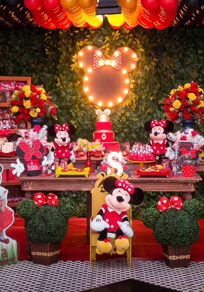 A festa da Minnie vermelha fica um luxo só quando você sabe usar os elementos decorativos.