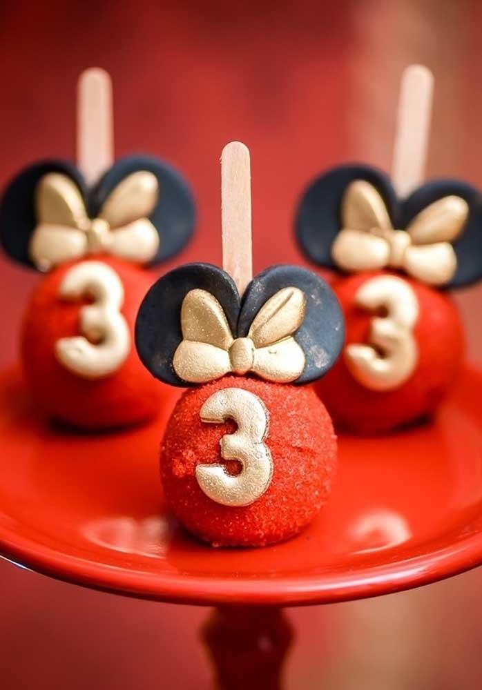 Que cake pop mais estiloso e delicioso.