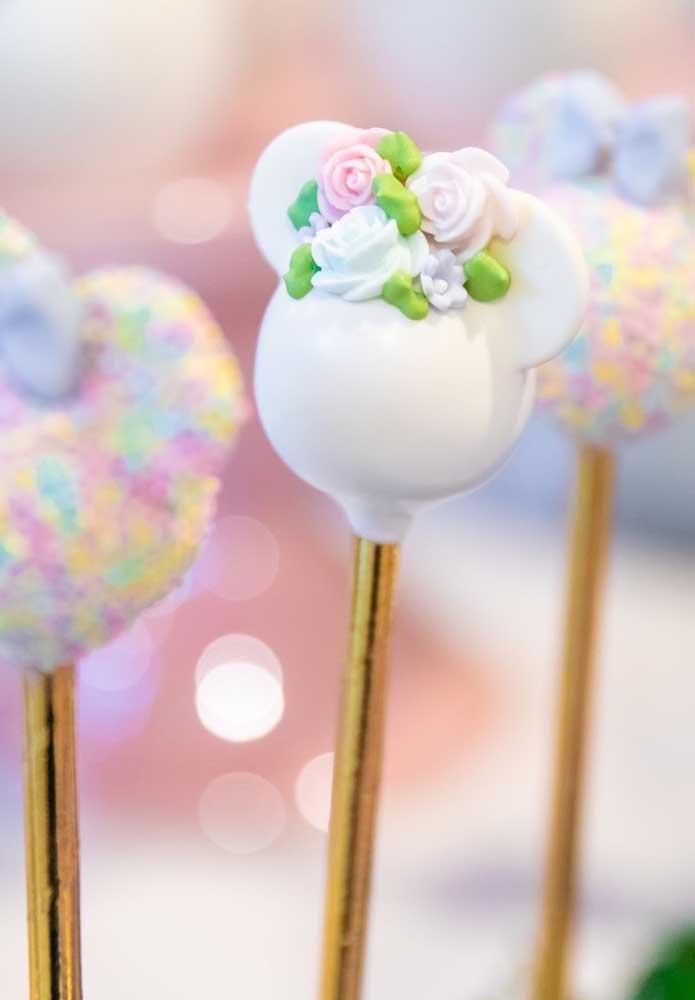 Dá para dizer que esse cake pop é para uma festa Minnie?