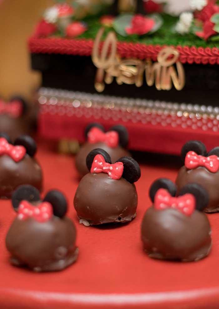 Bombom de chocolate personalizado com o tema Minnie.