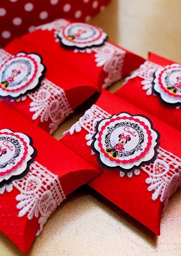 Sabia que você pode fazer essas caixinhas customizadas para a decoração da Minnie?