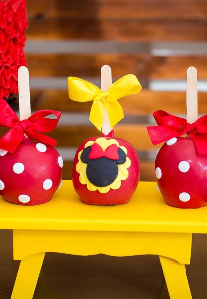 Mais opções de cake pop personalizados com o tema Minnie.