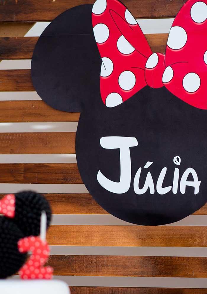 Um painel personalizado não pode faltar na festa da Minnie.