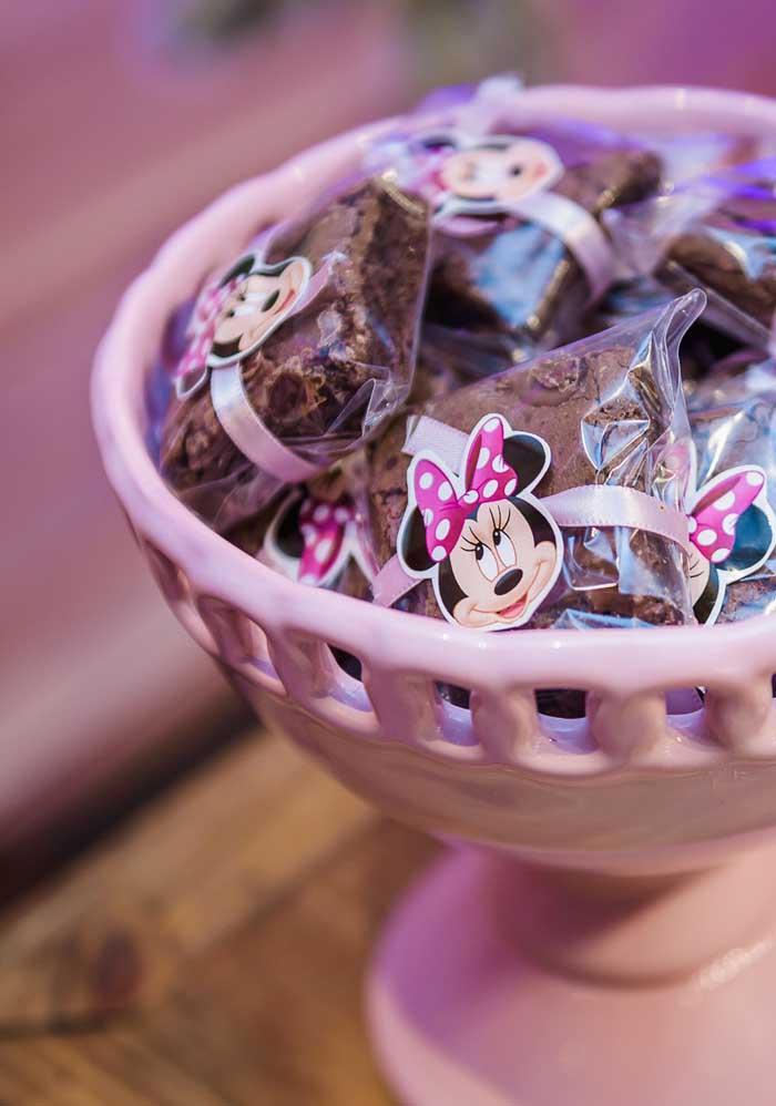 Com a carinha da Minnie e uma fita rosa é possível fazer uma embalagem para guloseimas.