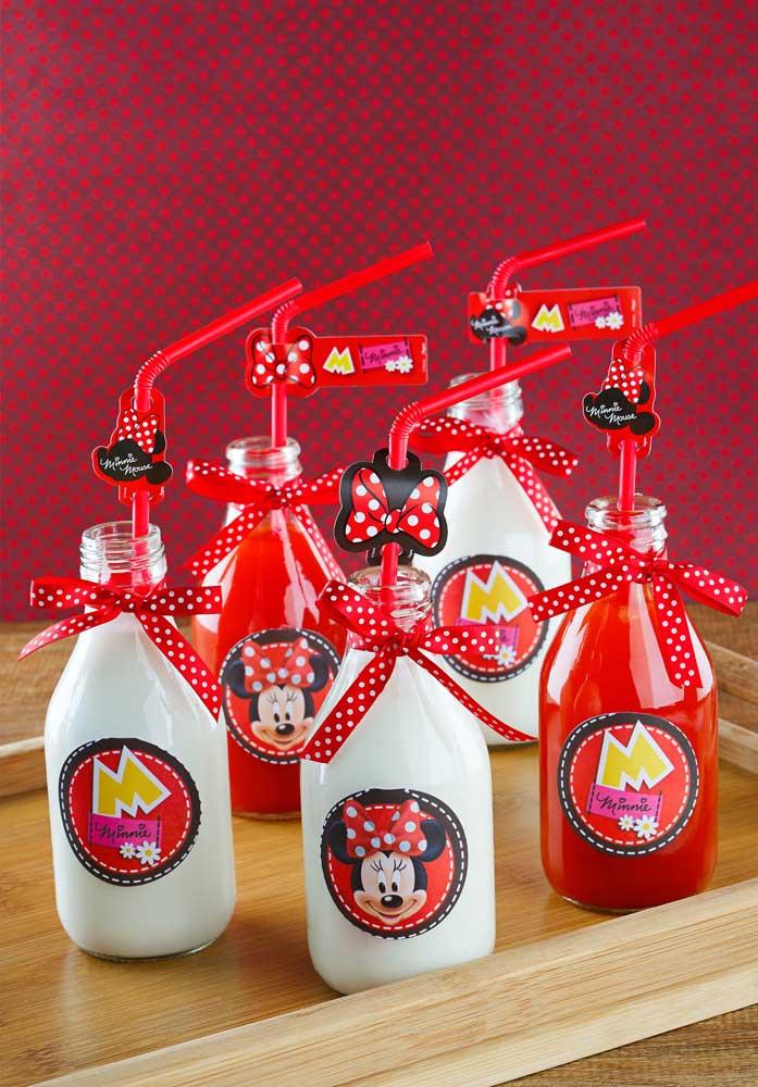 Veja como você pode decorar as garrafinhas de bebidas da festa da Minnie.