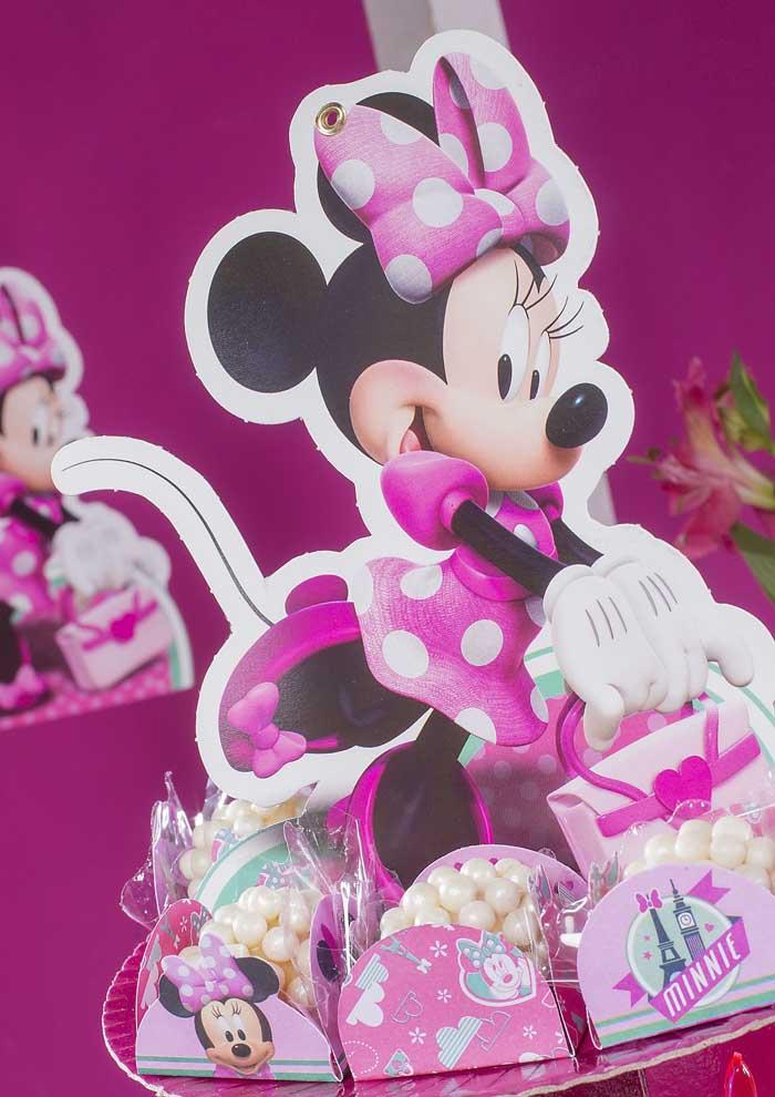 Existem várias opções de decoração com a festa da Minnie rosa.