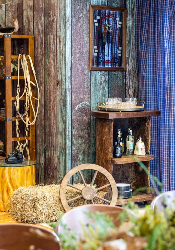 Existem vários itens que podem ser usados para deixar a festa fazendinha rústica.