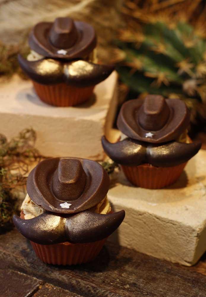 Olha como você pode decorar o topo do cupcake para deixar no estilo festa fazendinha.