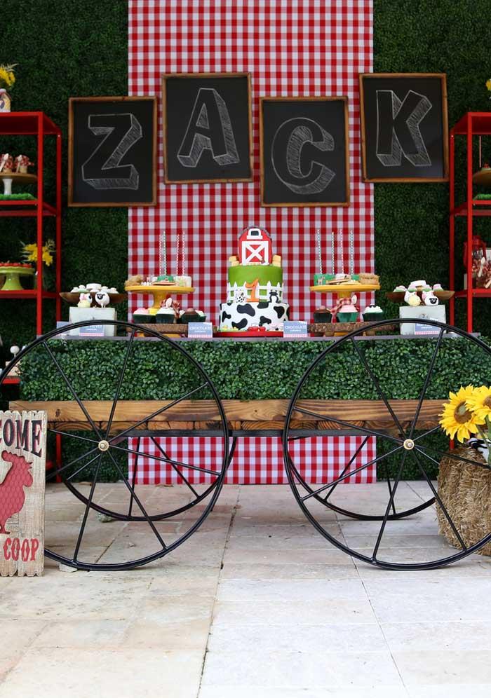 Olha que mesa fantástica para colocar no centro do ambiente do aniversário fazendinha.
