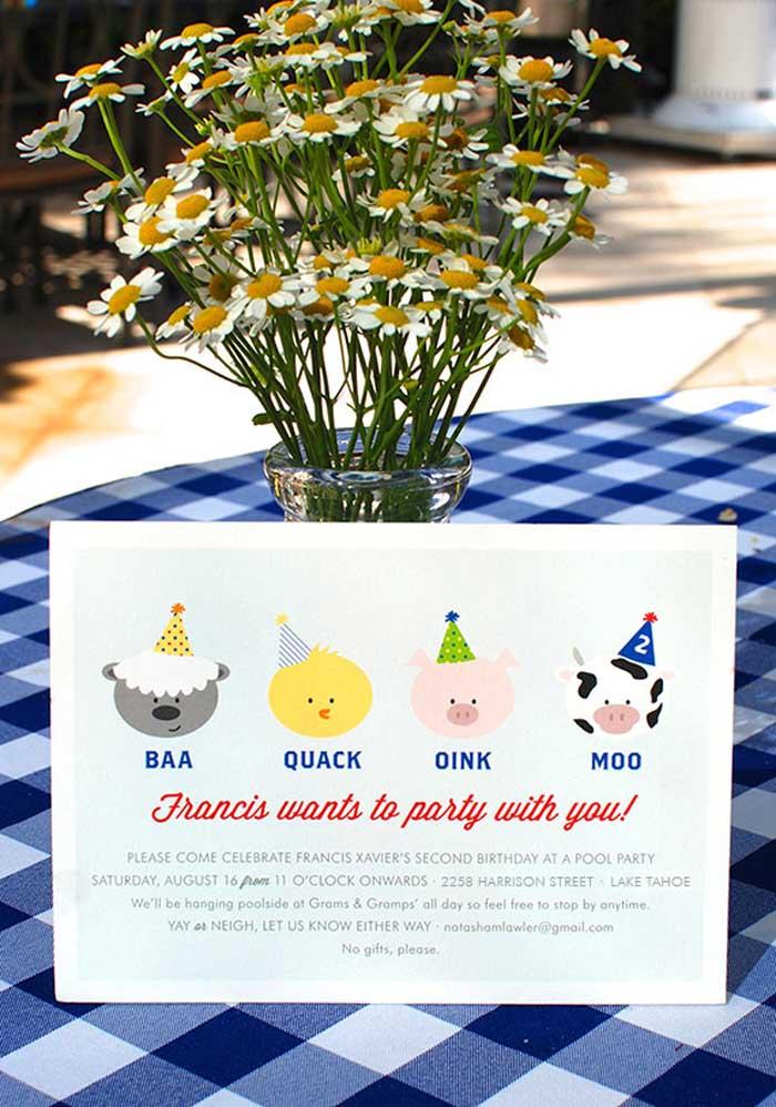 O convite fazendinha pode ser inspirado nos bichinhos que fazem parte do cenário desse tema.
