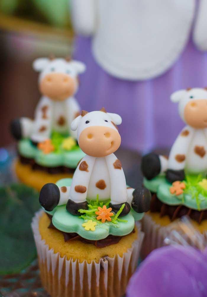 Que tal colocar uma vaquinha no topo do cupcake?