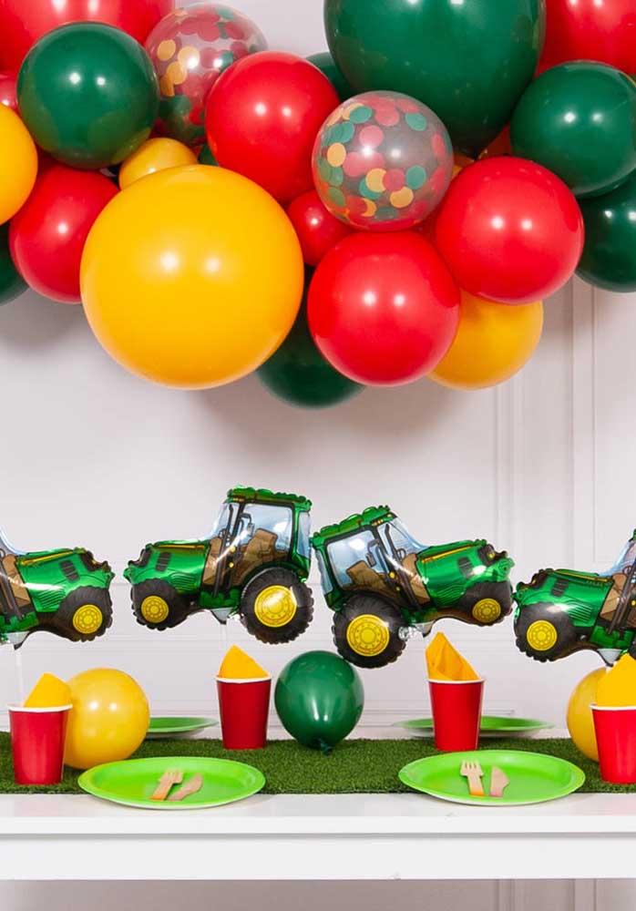Faça uma decoração especial com balões desconstruídos.