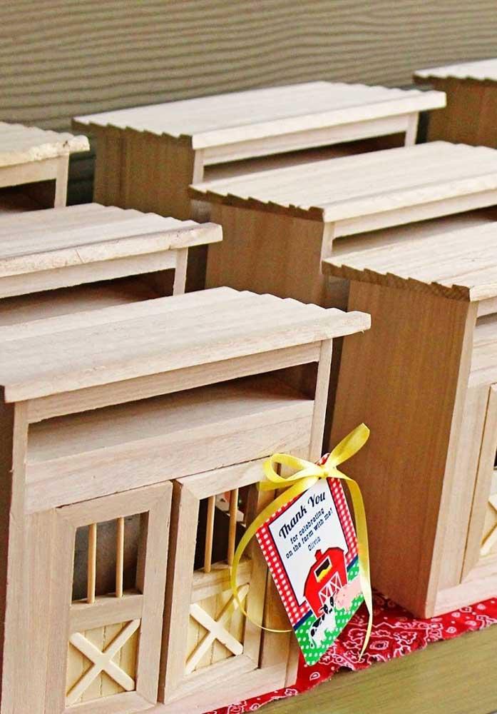 Se você quer presentear os convidados com algo mais sofisticado, pode investir em objetos de madeira feitos por artesãos.