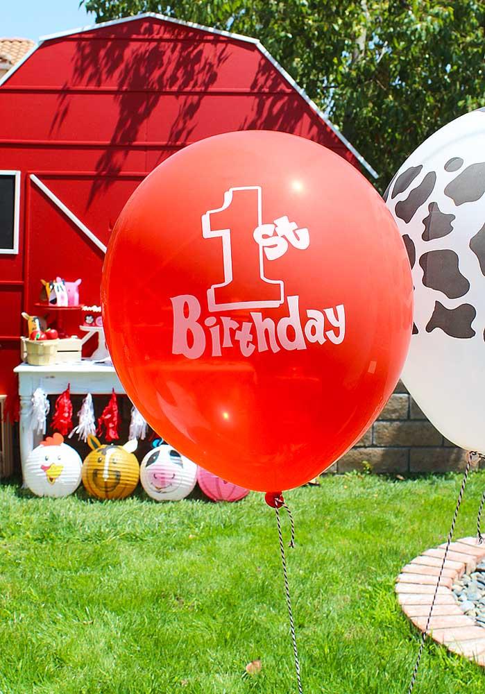 Balões coloridos são sempre bem-vindos em uma decoração de festa.