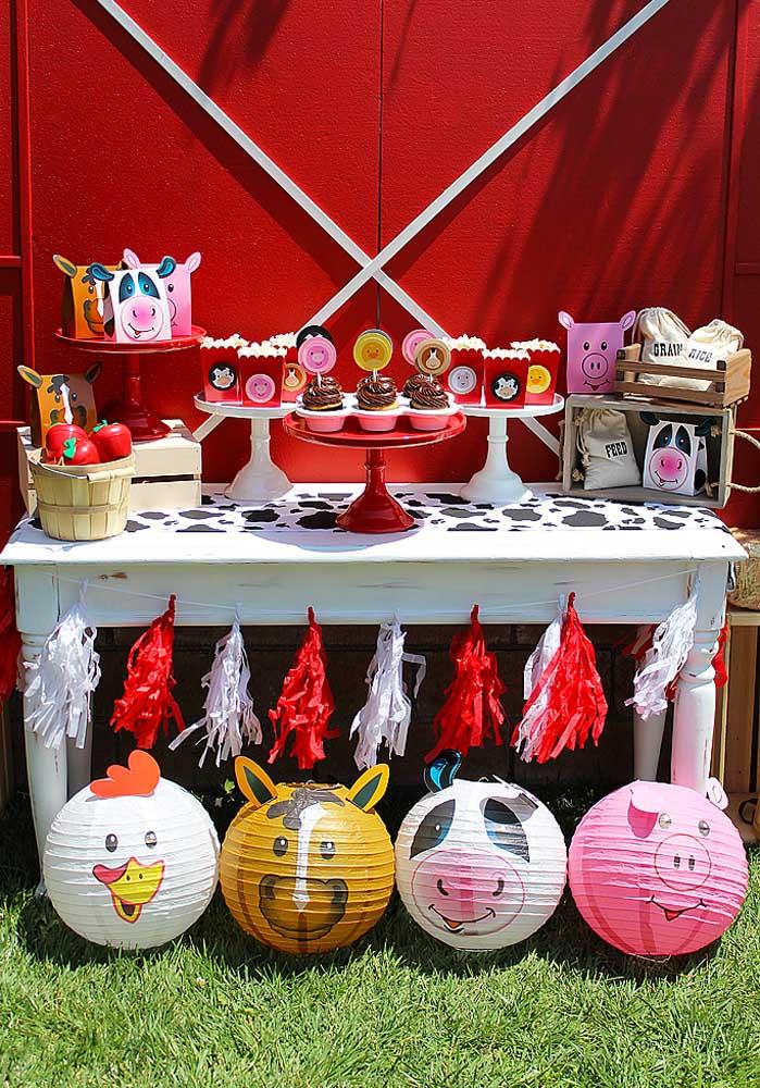 Na festa fazendinha você pode usar alguns balões personalizados com a carinha de bichinhos.