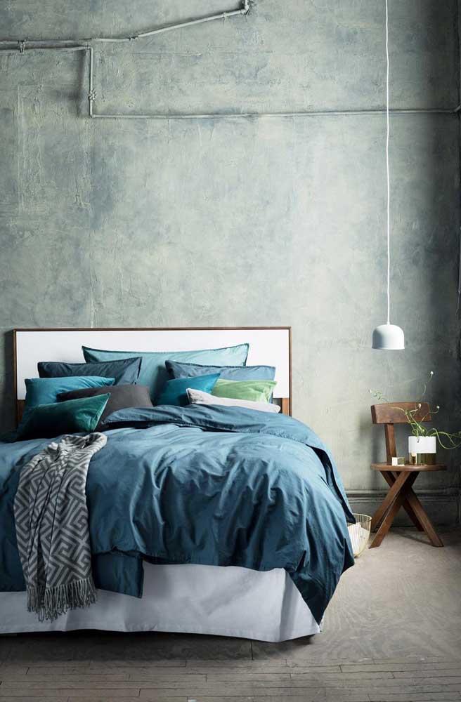 Depois de aplicar o marmorato no quarto, é hora de escolher as roupas de cama que mais combinam com o ambiente.
