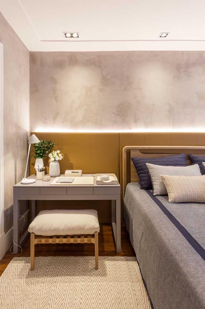 Invista em uma boa iluminação ao aplicar marmorato na parede.
