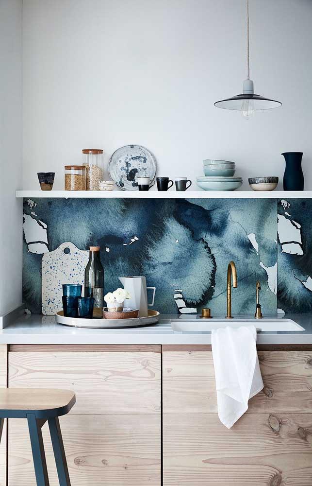 Que tal aplicar o marmorato na cozinha para destacar uma pequena área do cômodo?