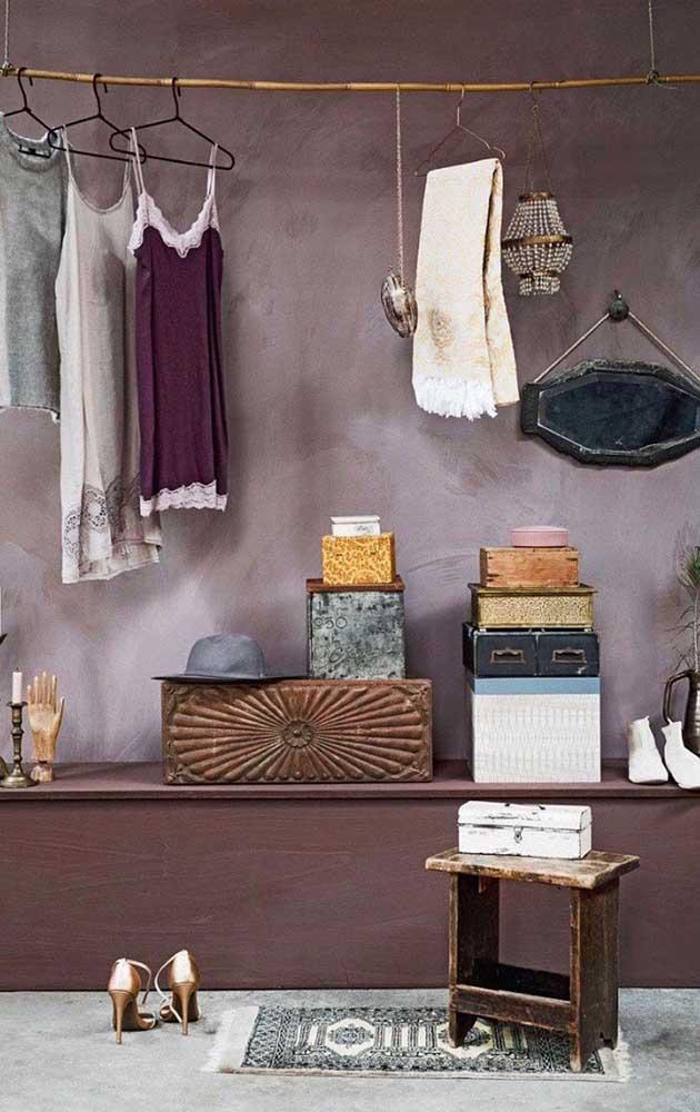 Que tal aplicar o marmorato para definir a área do seu armário minimalista?