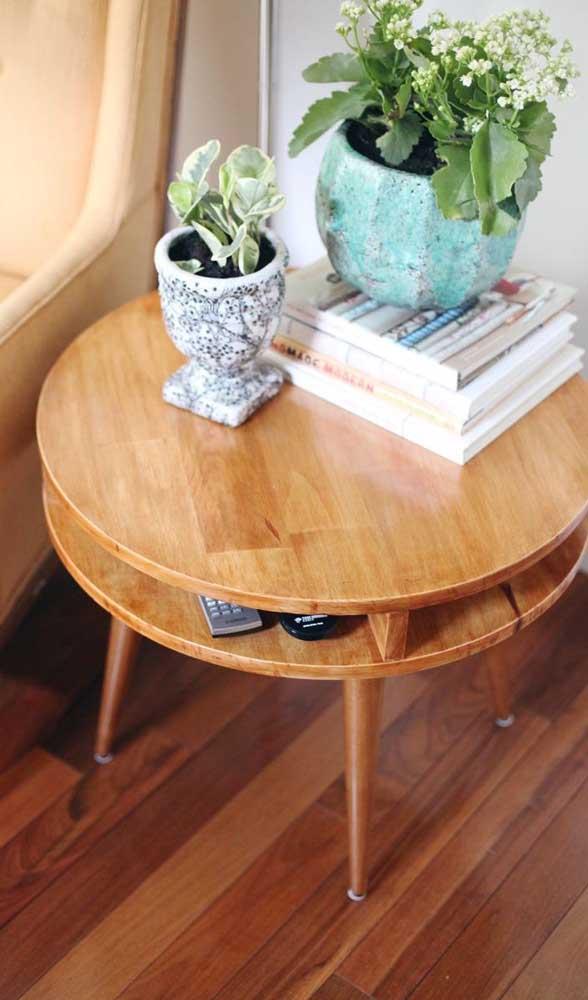 Existem diferentes modelos de mesa de madeira.