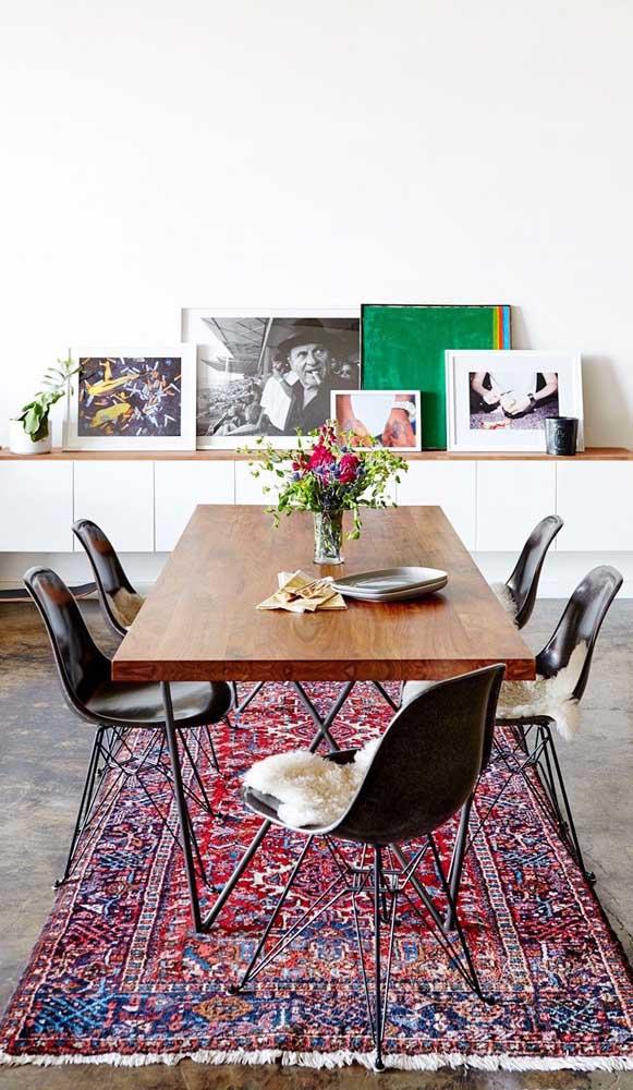 Que tal misturar diferentes estilos na sua sala de jantar?