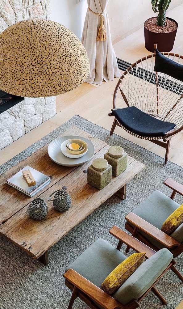 O que acha de apostar em uma mesa de madeira de demolição?
