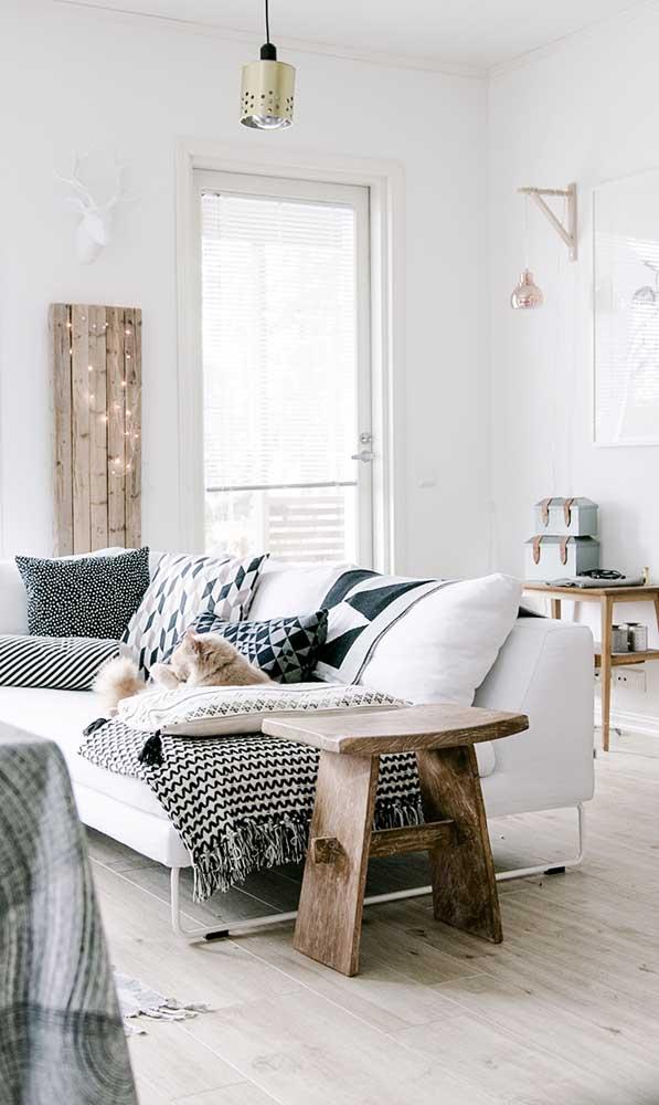 Mas é possível fazer uma mesinha para deixar ao lado do sofá.