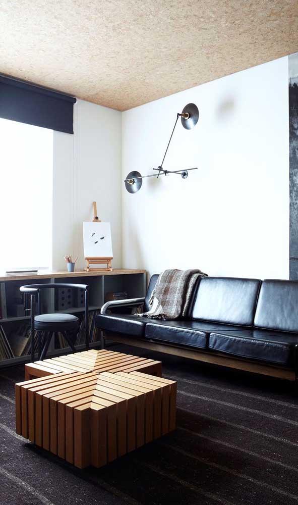 A mesa de centro de madeira é sempre estilosa e moderna.