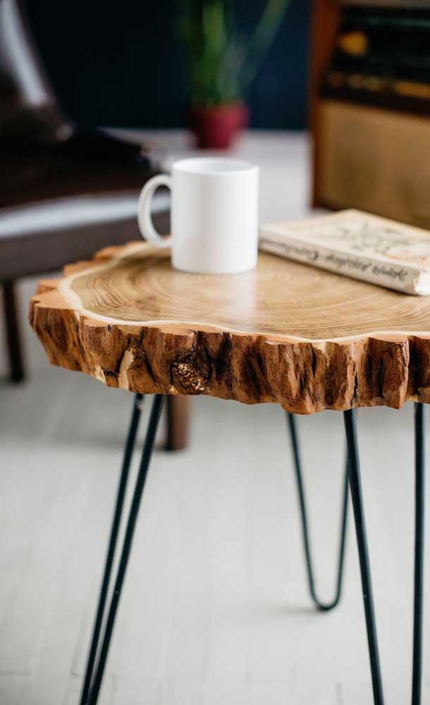 Use e abuse da criatividade na hora de escolher a mesa de centro de madeira.