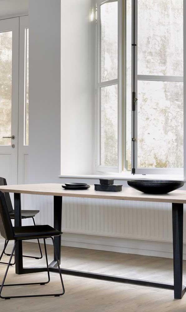 Dá para combinar diferentes estilos em uma mesa mesa.