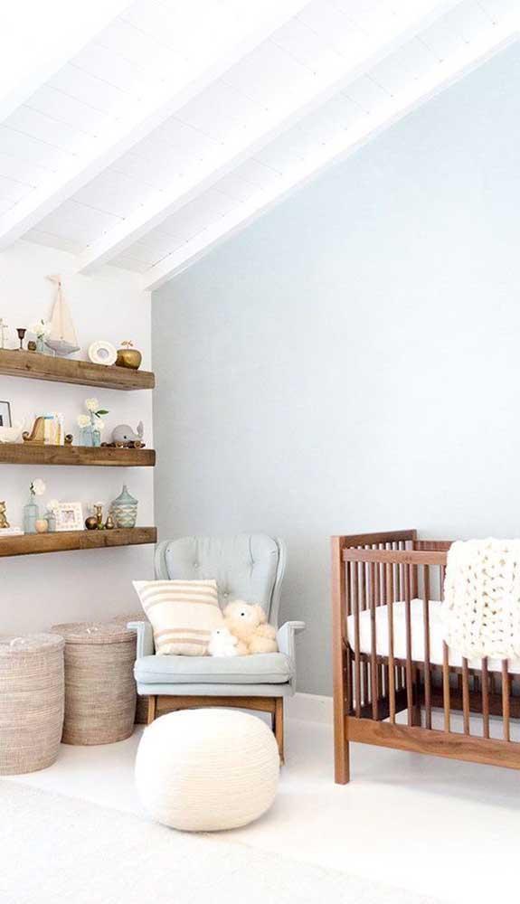 A poltrona deve seguir o mesmo estilo da decoração do quarto.