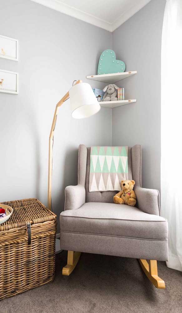 Para ninar o bebê, o ideal é ter uma poltrona de amamentação com balanço.