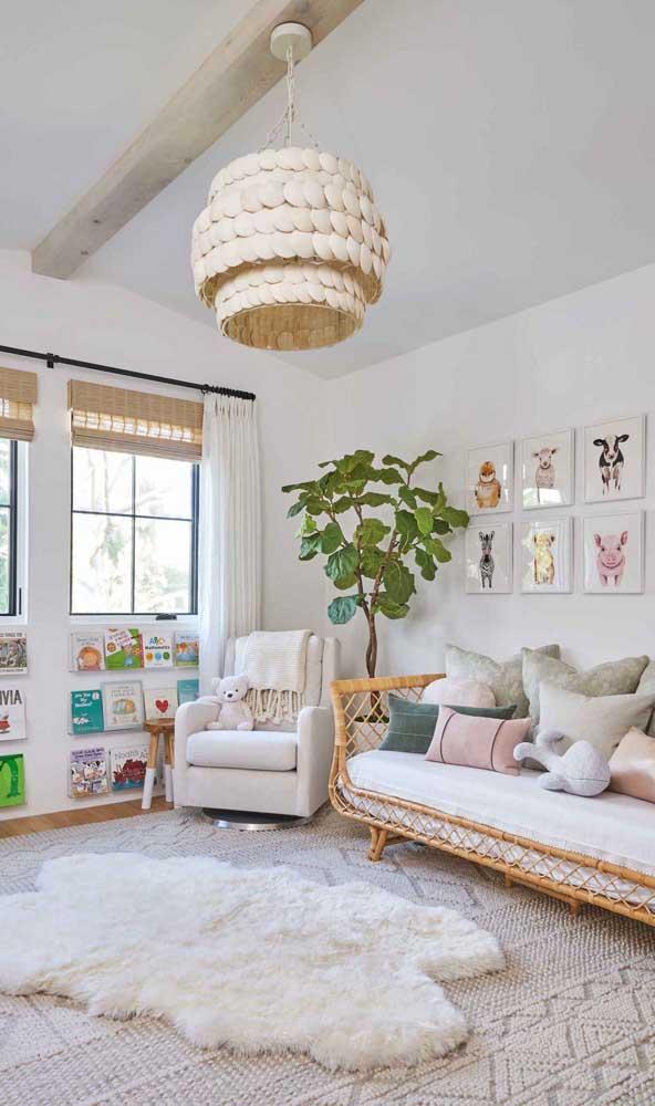 O que acha de colocar um sofá no quarto além da poltrona de amamentação?