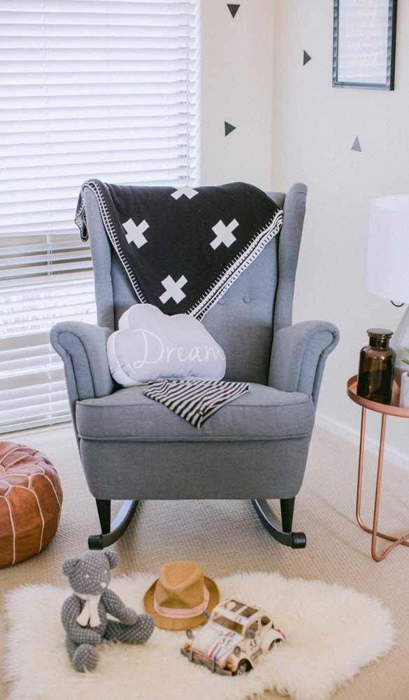 Olha que poltrona de amamentação mais sofisticada e elegante para colocar no quarto do bebê.