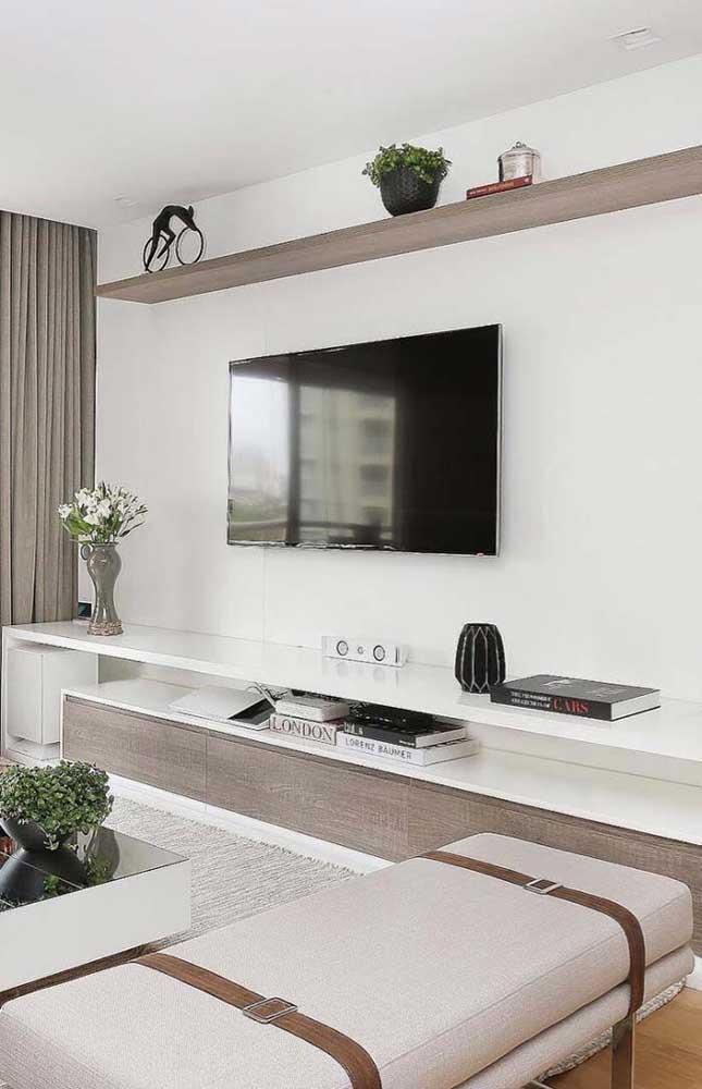 É incrível como móveis de madeira e decoração com cimento queimado combinam perfeitamente.