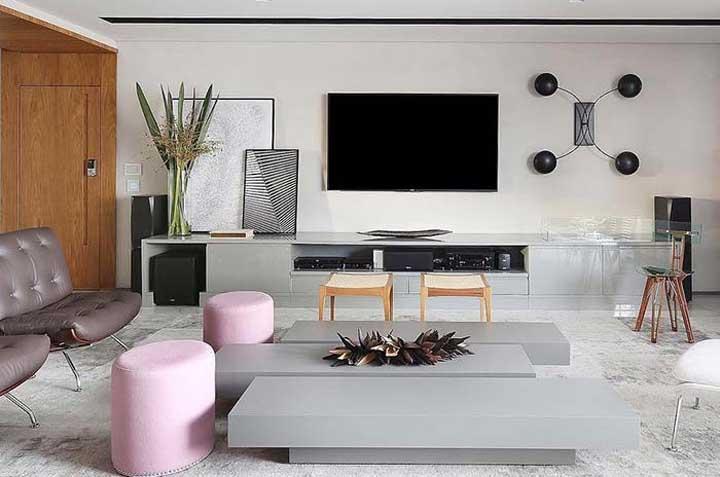 Você pode pintar uma parede e lá colocar o rack e a TV.