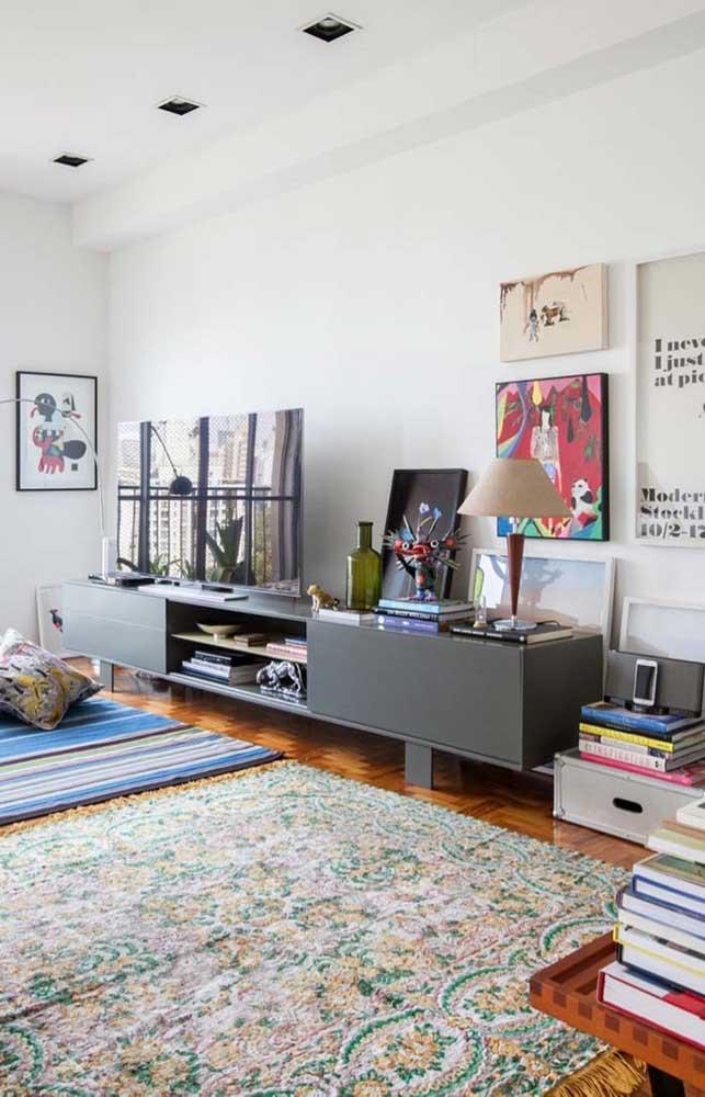 O rack branco para sala deixa o ambiente mais clean e sofisticado.